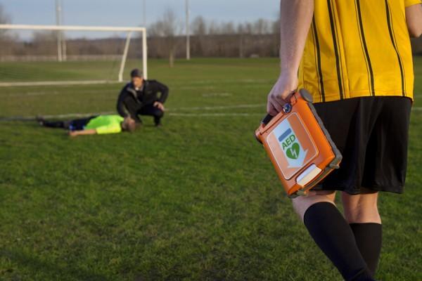aed-defibrillator-sportplatz